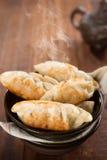 Bolas de masa hervida fritas cacerola china popular del plato Foto de archivo