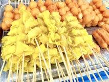 Bolas de masa hervida fritas y albóndigas fritas fotos de archivo
