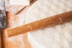 Bolas de masa hervida hechas en casa de la carne - pelmeni ruso Foto de archivo