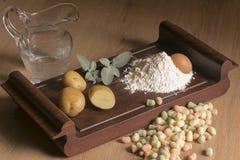 Bolas de masa hervida italianas de la patata de la comida Foto de archivo
