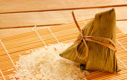 Bolas de masa hervida o zongzi chinas asiáticas del arroz Imagen de archivo