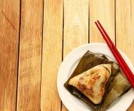 Bolas de masa hervida o zongzi chinas asiáticas del arroz Foto de archivo