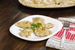 Bolas de masa hervida - un plato tradicional de la cocina polaca foto de archivo libre de regalías