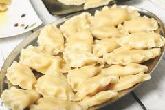 Bolas de masa hervida - un plato tradicional de la cocina polaca imagen de archivo libre de regalías