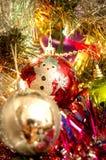Bolas de Navidad en árbol Fotografía de archivo libre de regalías