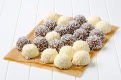 Bolas de nieve del coco del chocolate Foto de archivo libre de regalías