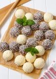 Bolas de nieve del coco del chocolate Imagen de archivo