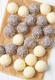 Bolas de nieve del coco del chocolate Fotografía de archivo
