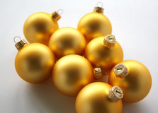 Bolas de oro de la Navidad Imagen de archivo libre de regalías