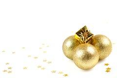 Bolas de oro de la Navidad Imagenes de archivo