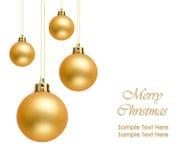 Bolas de oro de la Navidad sobre el fondo blanco Foto de archivo libre de regalías