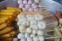 Bolas de peixes, bolas de carne e salsichas frescas Fotos de Stock Royalty Free