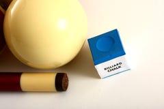 Bolas de piscina y tiza y palillo Imagen de archivo libre de regalías