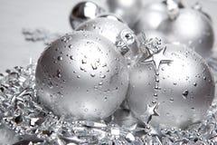 Bolas de plata de los cristmas Fotos de archivo libres de regalías