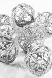 Bolas de plata en el fondo blanco Fotografía de archivo libre de regalías