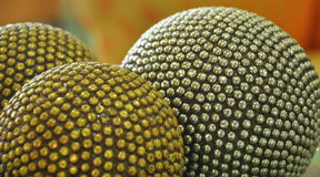 Bolas de prata e douradas Fotos de Stock Royalty Free