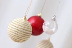 Bolas de suspensão coloridas do Natal Fotografia de Stock Royalty Free