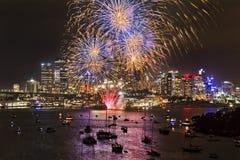 Bolas de Sydney Firework Blue Yellow imagens de stock royalty free