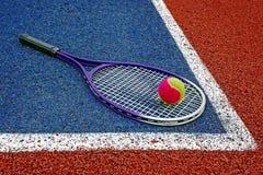 Bolas de tênis & Racket-3 Imagens de Stock Royalty Free