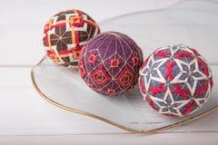 Bolas de Temari, una bola de la artesanía en estilo japonés tradicional Foto de archivo