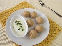 Bolas de Tsampa con los brotes del yogur y del rábano Imagen de archivo libre de regalías