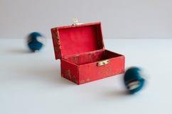 Bolas de Yin yang com uma caixa foto de stock royalty free