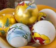 Bolas decorativas de la Navidad pintadas a mano Fotografía de archivo libre de regalías