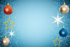 Bolas del árbol de navidad con las estrellas de oro en el fondo azul Imágenes de archivo libres de regalías