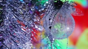 Bolas del Año Nuevo de la Navidad y luces fondo, primer del centelleo almacen de video
