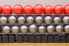 Bolas del ejercicio en gimnasia Imagenes de archivo