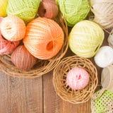 Bolas del hilado colorido para el ganchillo Foto de archivo libre de regalías