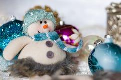 Bolas del muñeco de nieve y de la Navidad Fotos de archivo libres de regalías
