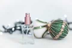 Bolas del perfume y de la Navidad Foto de archivo