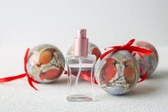 Bolas del perfume y de la Navidad Imagen de archivo