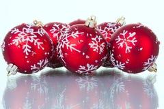 Bolas del rojo de la Navidad imagen de archivo libre de regalías