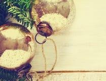 Bolas del vintage de la Navidad con las ramas del abeto Fotografía de archivo