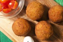 Bolas do Falafel em uma placa Imagens de Stock Royalty Free