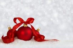 3 bolas do Natal com estrelas da fita Imagem de Stock