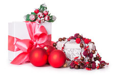 Bolas do Natal da curva da caixa de presente Fotografia de Stock
