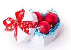 Bolas do Natal da curva da caixa de presente Imagem de Stock Royalty Free