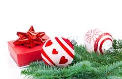 Bolas do Natal e ramos do abeto com decorações Foto de Stock Royalty Free