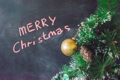 Bolas do Natal na árvore de Natal Feliz Natal Fotos de Stock Royalty Free