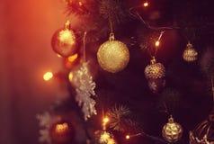 Bolas do Natal na árvore de Natal Fotos de Stock Royalty Free