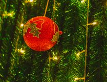 Bolas do Natal na noite de Natal Imagens de Stock