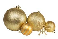 Bolas e floco de neve dourados do Natal no fundo branco Foto de Stock
