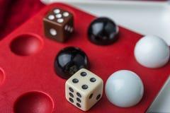 Bolas e ossos nos poços, o símbolo do jogo Imagem de Stock Royalty Free