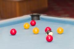 Bolas em uma mesa de bilhar fotografia de stock royalty free