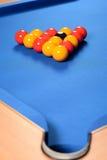 Bolas estabelecidas na mesa de bilhar Fotografia de Stock