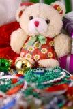 Bolas fijadas, invitación de la Navidad del Año Nuevo Imagen de archivo libre de regalías