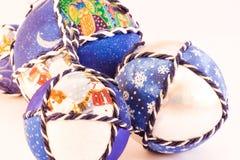 Bolas hechas a mano de la Navidad Foto de archivo libre de regalías